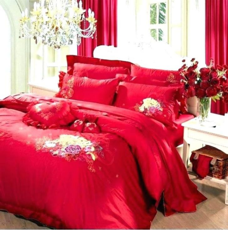 Pretty Romantic Bedroom Setup With Red Color Combination - Via newmobile.club