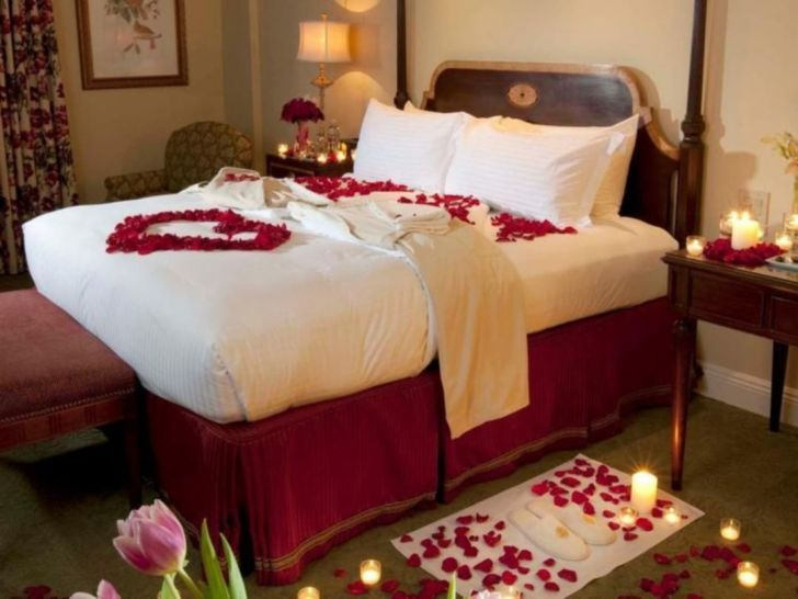 The most luxurious Valentine's Day Bedroom Decoration - Via amroq.com