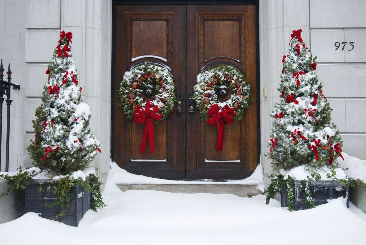 Simple Christmas Outdoor Decoration