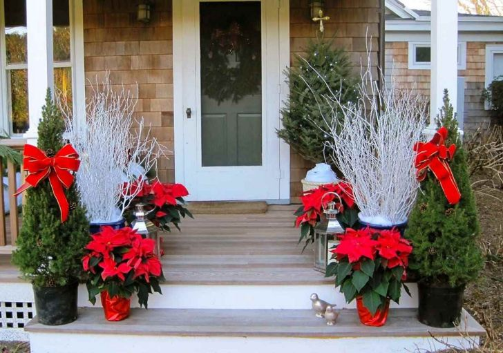 Simple Front Door Christmas Decoration Ideas