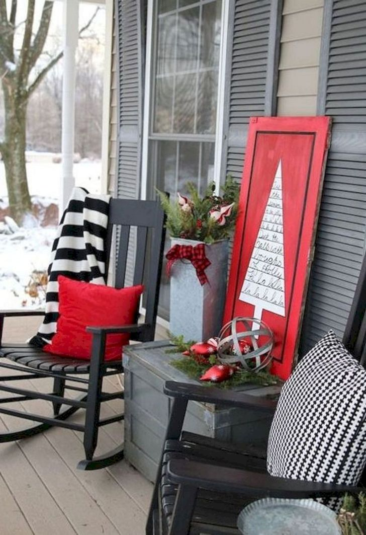 Beautiful Christmas Fornt Porch Decoration