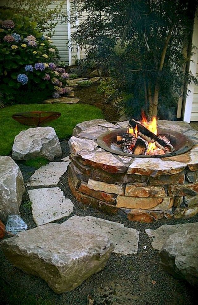 Impressive Backyard Fire Pit and Seating Area Ideas