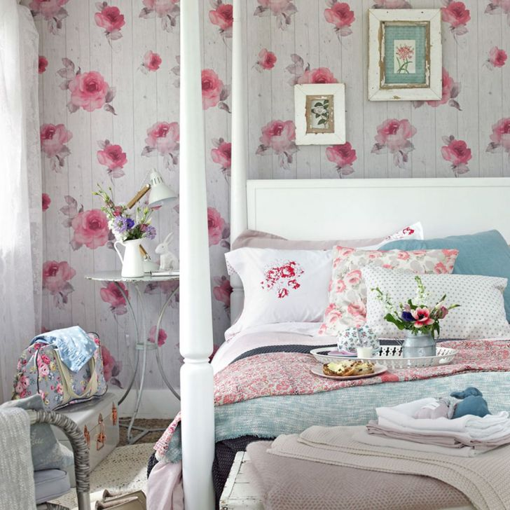 Shabby Chic Bedroom Decorating ideas with Flower source pleyshop.com