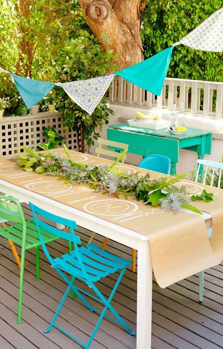 Summer Backyard Decor for Small Party