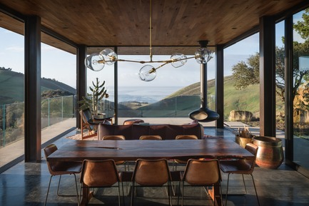 Press kit   2637-03 - Press release   GRAY Magazine Announces the Winners of the 2018 GRAY Awards - GRAY Magazine - Competition - Santa Barbara Coast House by Jessica Helgerson Interior Design - Photo credit: Aaron Leitz