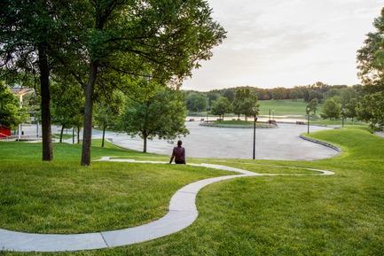 Press kit   2366-03 - Press release   Montreal Project Wins Major International Design Award - civiliti with Julie Margot design - Landscape Architecture - View of a halt looking towards Beaver Lake's recreational area<br> - Photo credit: Adrien Williams