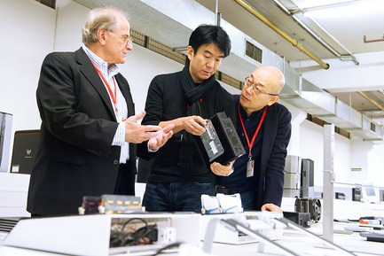 Press kit   1696-06 - Press release   After record participation: The winners of the Red Dot Award: Product Design 2016 have been announced! - Red Dot Award - Competition - Red Dot jurors Gordon Bruce, Hideshi Hamaguchi, and Prof. Dr. Ken Nah<br> - Photo credit: Red Dot <br>