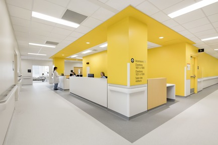 Press kit   1387-03 - Press release   The New CHUM, Largest Healthcare Construction Project in North America, Opens its Doors - CannonDesign + NEUF architect(e)s - Institutional Architecture - Nurse station - Photo credit: Adrien Williams