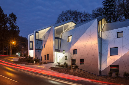 Press kit   1018-04 - Press release   Residential Building with 15 Units - Metaform architects - Residential Architecture - Night view - Photo credit: Steve Troes Fotodesign