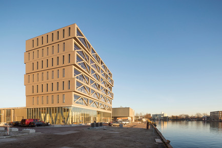 Press kit   2339-01 - Press release   PATCH22, a Highrise in Wood, Wins the WAN 2016 Residential Award - FRANTZEN et al - Residential Architecture - South west view<br> - Photo credit: Luuk Kramer<br>