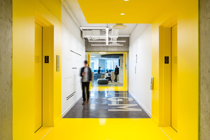 Press kit | 2073-01 - Press release | DIALOG awarded 'Best Tenant Improvement' for LGM's Vancouver Head Office - DIALOG - Commercial Interior Design - Stick shift light fixture - Photo credit: Ema Peter<br>