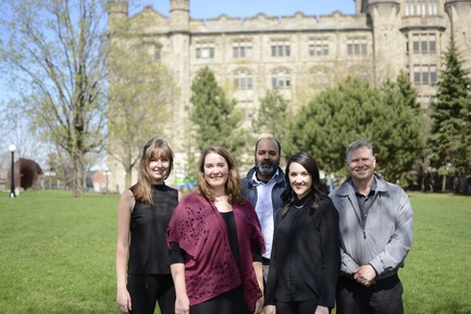 Press kit   612-13 - Press release   EVOQ's Ottawa Office Continues its Growth - EVOQ Architecture - Institutional Architecture -  Jayant Gupta (center); with (from left) Roxanne Turmel, Emily Beauregard, Zoé Lebel, and Jim Curtiss   - Photo credit: EVOQ