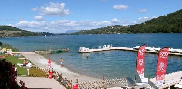 Lacul bântuit Paladru de la poalele Alpilor