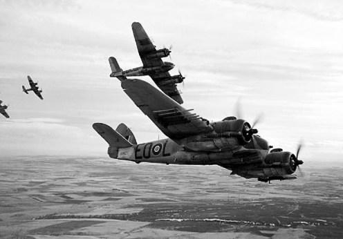 Aviatia Britanica bonbardeaza supravietuitorii din lagarele naziste