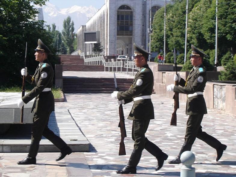 Rusia îşi întăreşte prezenţa miliatră în Asia Centrală