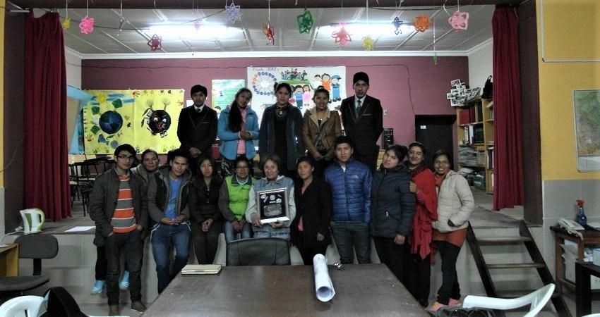 Kinderrechte in Bolivien: Gruppenfoto der älteren NATs Mitglieder nach einer Besprechung.