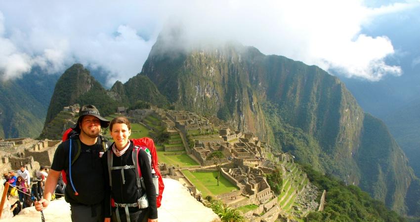 Geschafft! Simon und Steffi vor Machu Picchu.