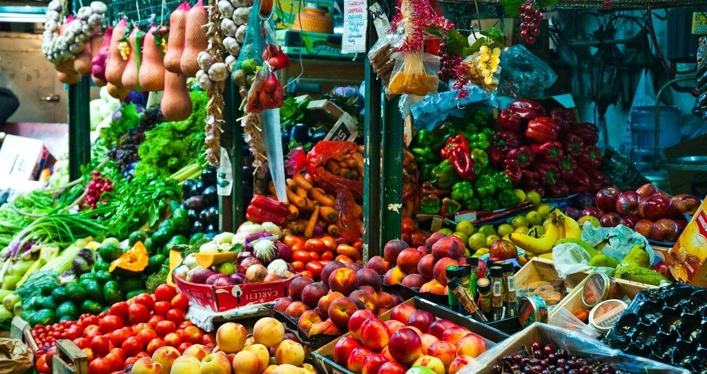 Ein Marktbesuch ist absolutes Muss in Buienos Aires! Hier zu sehen ist ein Obststand auf der Feria San Telmo. Quelle: Flickr