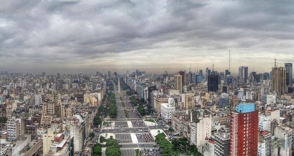 Der Obelisk am Ende der Avenida 9 de Julio in Buenos Aires. Quelle: Wikimedia