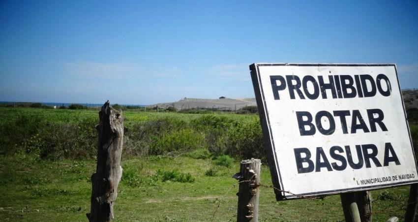 Prohibido botar basura - Müll wegwerfen verboten. Doch wo soll der Müll hin, mitten im Nirgendwo? Quelle: Flickr