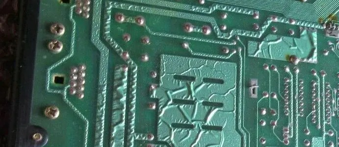 Wrinkled traces on a Commodore 64 motherboard