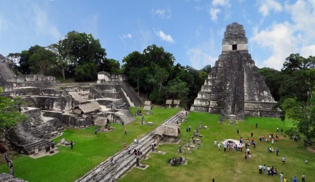 Tikal_mayan_ruins_2009