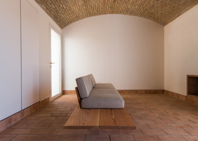 casa-modesta-par_dezeen_1568_8