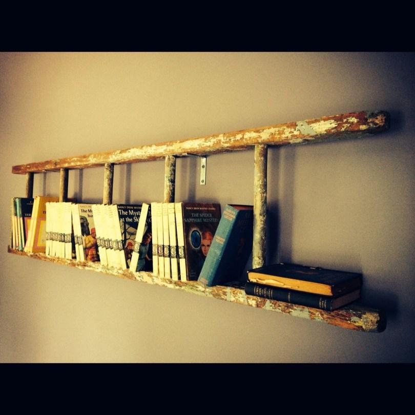 escada e livros