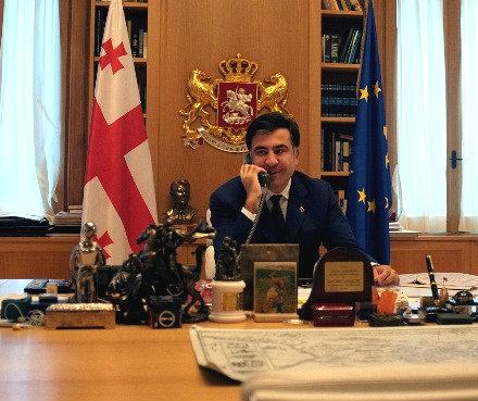 mikheil-saakashvili-phone-Anders-Fogh-Rasmussen-2012-10-12