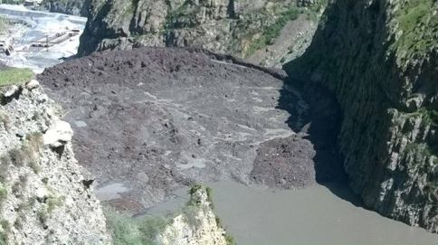 Dariali_landslide_2014-05-17