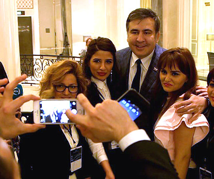 Mikheil Saakashvili taking selfie with crowd