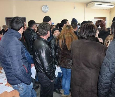 Local residents queuing at the Public Service Hall in Akhalkalaki for the residency permits in January (Jnews.ge)