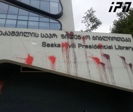 Saakashvili_library_paintbombed