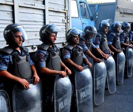 police_line_Yerevan