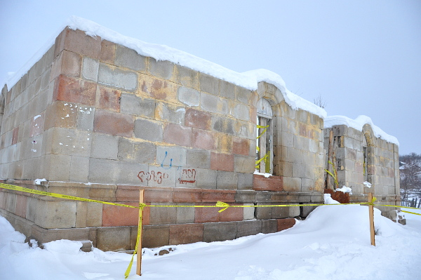 Mokhe_mosque_ruins_snow