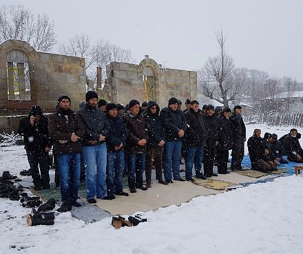 Mokhe_prayer_snow
