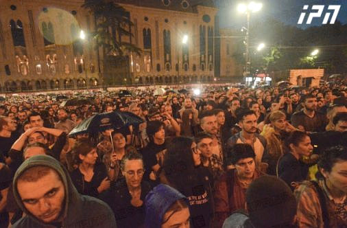 Hundreds of mostly youth gathered in front of parliament in support of two jailed rappers, demanding a softening of the country's draconian drug policy.