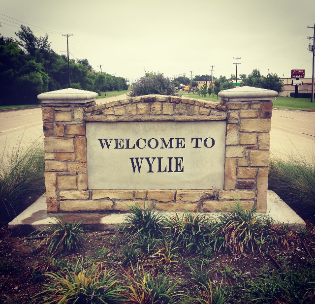 A large sign welcoming people to Wylie, Texas.