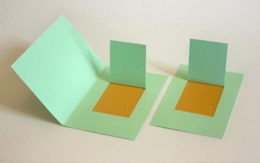 Lift the flap, tak harus dibantu oleh lipatan halaman seperti pada kartu atau buku, ia dapat ditampilkan pada bidang yang memiliki 2 sisi dan tanpa lipatan halaman (dokumentasi Alit)