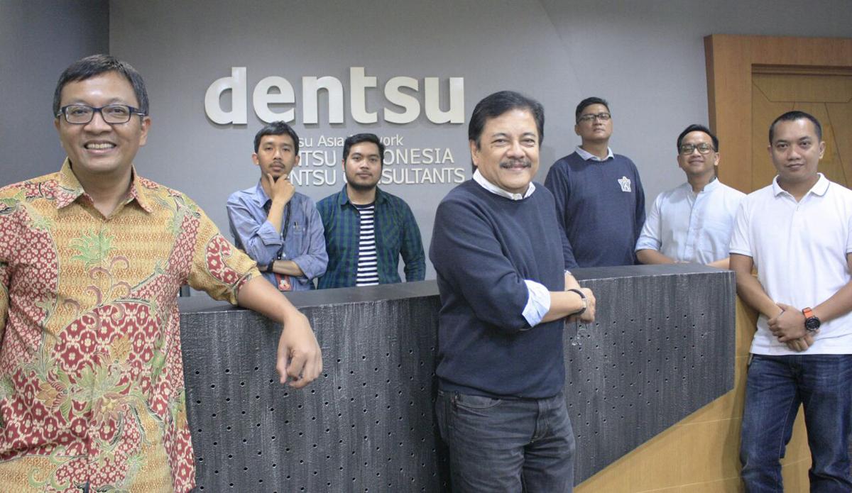 Tim Dentsu Strat yang terlibat dalam pengerjaan logo HUT RI ke-70