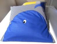pillow_b_whale1