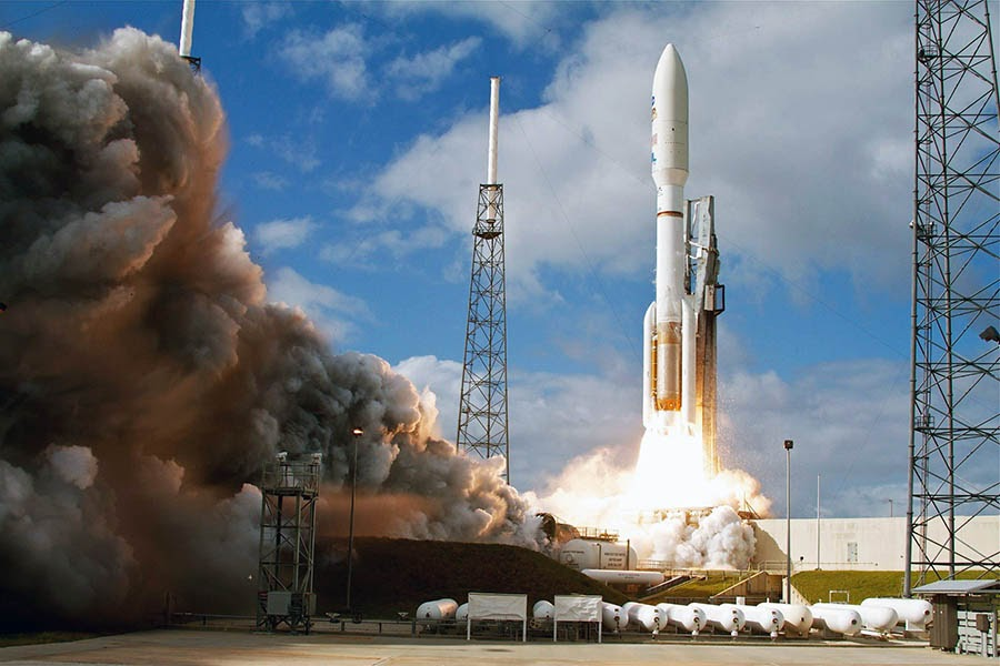 An Atlas V rocket carrying NASA's Mars Curiosity rover rises into the sky.
