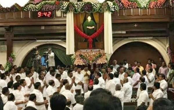 jayalalitha picture ஜெ. உருவப் படத்தை அகற்றக் கோரும் வழக்கு: அதிரடி தீர்ப்பு!