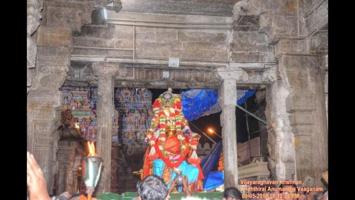 ரெங்கவிலாச மண்டபத்தில் எழுந்தருளும் அரங்கன்