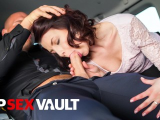 FUCKEDINTRAFFIC – GORGEOUS BABE HARDCORE CAR FUCK WITH HER DRIVER – VIPSEXVAULT