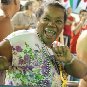 Depois de sofrer AVC, Neusa Borges curtiu os desfiles das escolas do grupo de acesso do Rio de Janeiro, na Sapucaí, na madrugada de domingo (19/2/12)