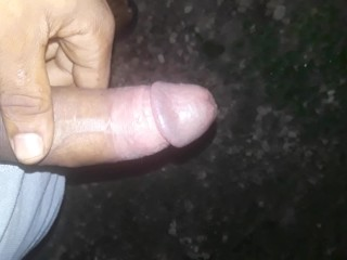 BBC pissing outdoor, solo