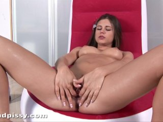 Bella anne shows how erotic pee can be