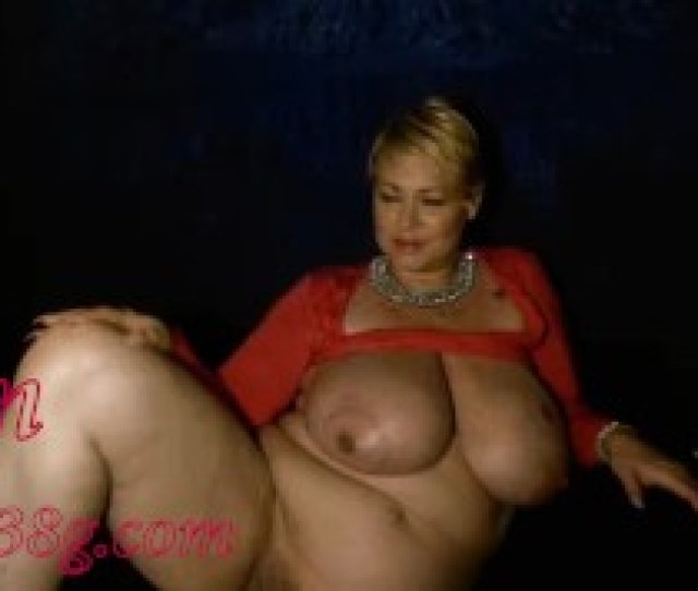 Samantha 38g Gets Naked Plays With Pussy