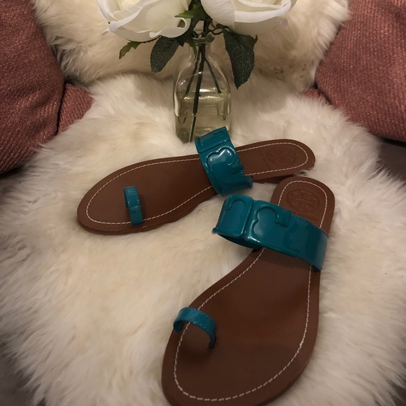 tory burch one finger teal patent leather sandal